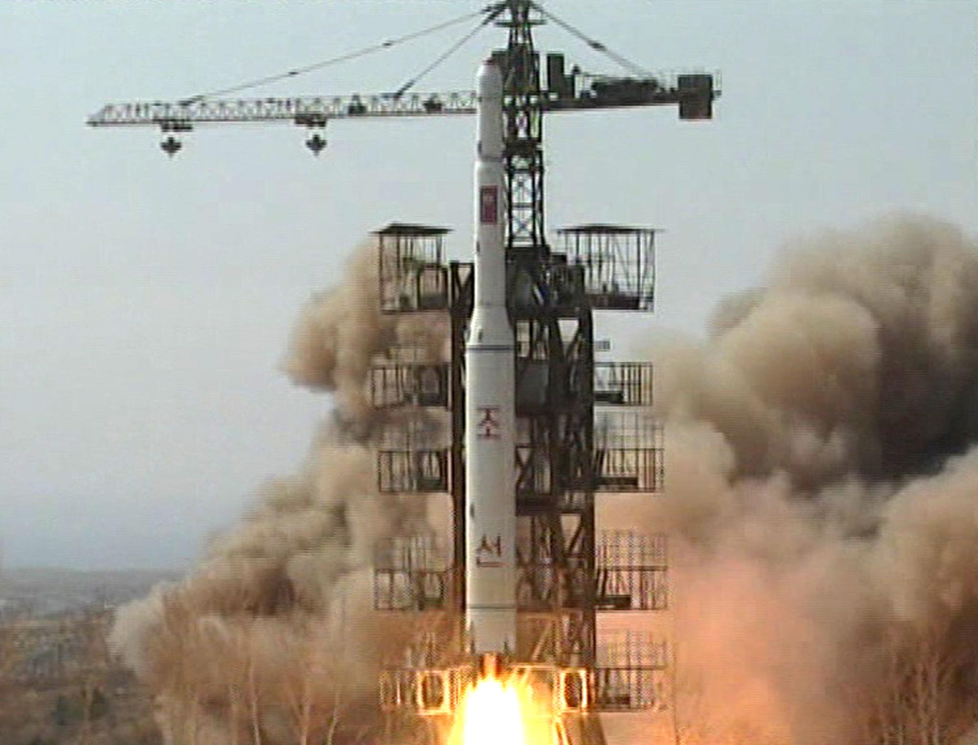 北朝鮮がミサイルを発射!ミサイルとロケットの違いとは?