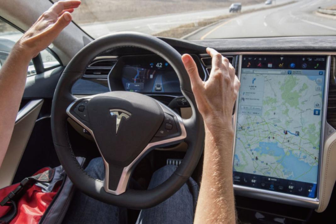【テスラ(Tesla)】が完全自動運転レベルの動画を公開!!実用化まであとわずか!