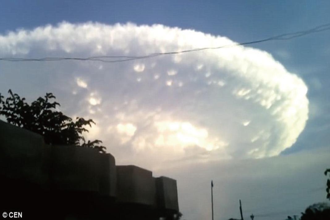映画「インデペンデンス・デイ」かのような写真が撮られた!UFOが地球を襲う?!